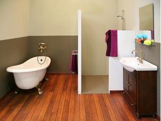 pose de parquet dans une salle de bain est ce une bonne id e. Black Bedroom Furniture Sets. Home Design Ideas